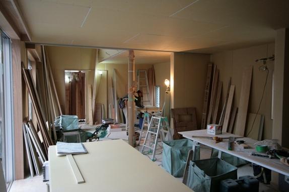 内部の大工工事も今週末で終了予定です。